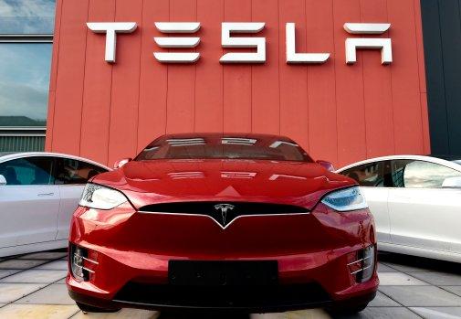 Tesla aktie stiger til tops