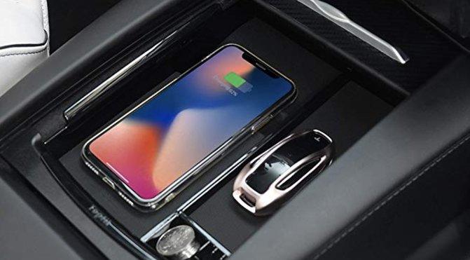 Tesla Model S trådløs oplader til mobiltelefonen