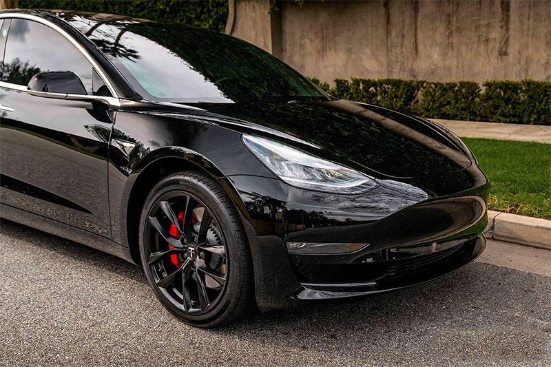 Flotte alufælge til sort Tesla Model 3
